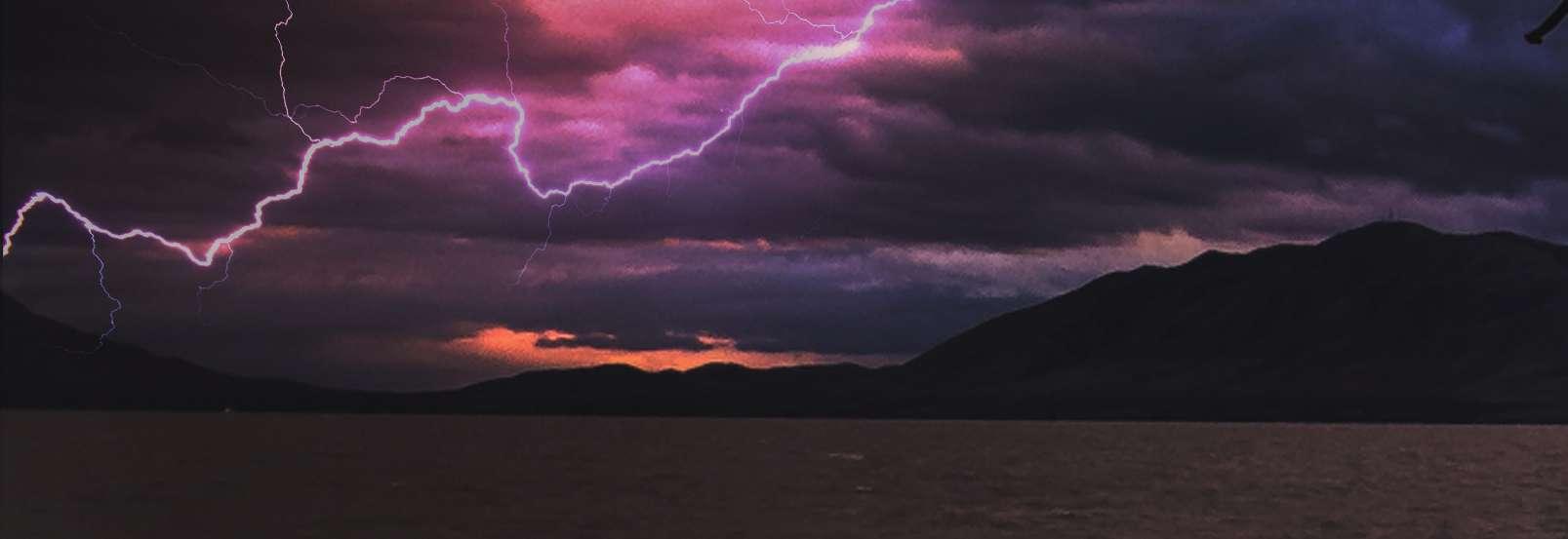 Jak zachować się podczas burzy